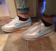helsinine NIKE retro tennised! 41